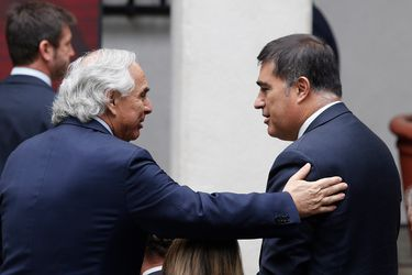 El exministro Andrés Chadwick junto al presidente de RN, Mario Desbordes.