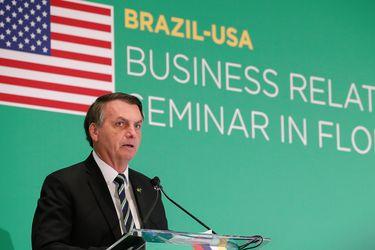 Bolsonaro incluye actividades religiosas en lista de servicios que no se deben suspender a pesar del coronavirus