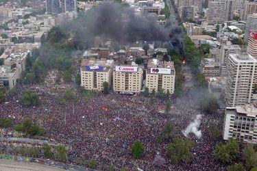 Incendios durante Marcha en Plaza Italia