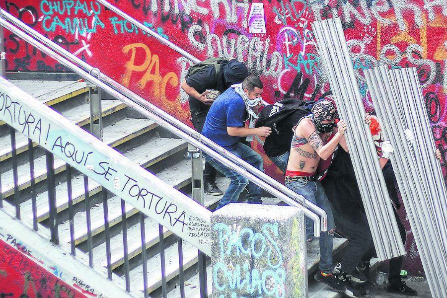 Nuevos incidentes en plaza Italia tras quince días de protestas (47214801)