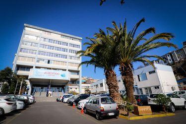 Ocupación de camas críticas en el Hospital Carlos Van Buren de Valparaíso llega al 100%