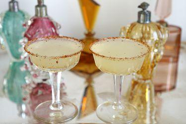 Margarita para fiestas con borde de tajín