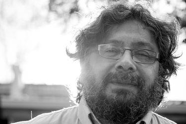 Versos desde el Wallmapu: Jaime Huenún gana Premio Nacional de Poesía Jorge Teillier