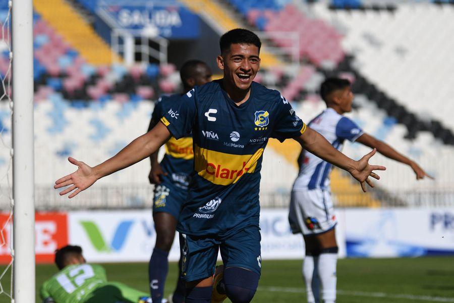 Gary Moya celebra el gol que le marcó a Antofagasta