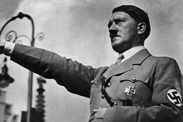El saludo nazi orquestado por una influencer chilena en pleno cine