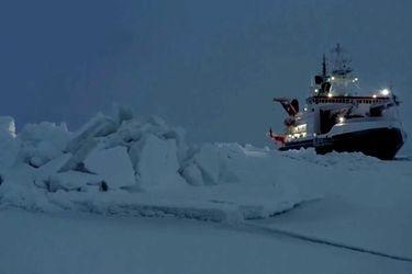 """Científicos advierten que el hielo en el Ártico está retrocediendo """"más rápido que nunca"""""""