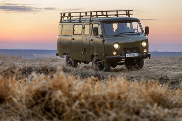 UAZ Bukhanka: La máquina del tiempo que te lleva a lugares inaccesibles