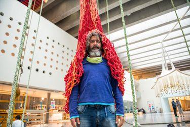 """Ernesto Neto, escultor brasilero: """"Todo el mundo puede hacer estas cosas; todos somos artistas"""""""