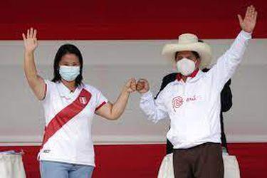 Keiko Fujimori y Pedro Castillo firman compromiso de respetar la democracia tras pedido de las iglesias en Perú