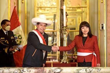 Congreso peruano suspende audiencia de voto de confianza del gabinete de Castillo tras muerte de legislador