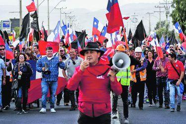 CALAMA: Marcha de trabajadores y familias mineros de Chuquicamata
