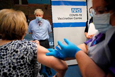 Expertos de salud de Reino Unido sorprendidos por dichos de Johnson sobre la gravedad de cepa británica