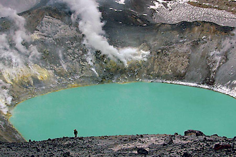 lago-en-un-crater-del-tupungatito