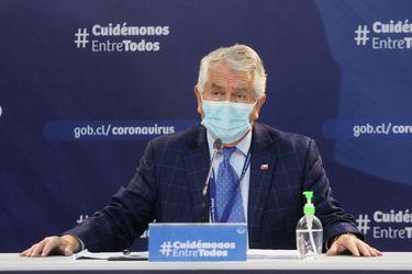 """Ministro Paris destaca """"trayectoria de 18 días de mejoría constante"""" en casos de coronavirus: Reporte diario registra hoy 2.498 casos nuevos y 167 fallecidos"""