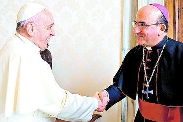 El favorito del Papa para asumir en Santiago