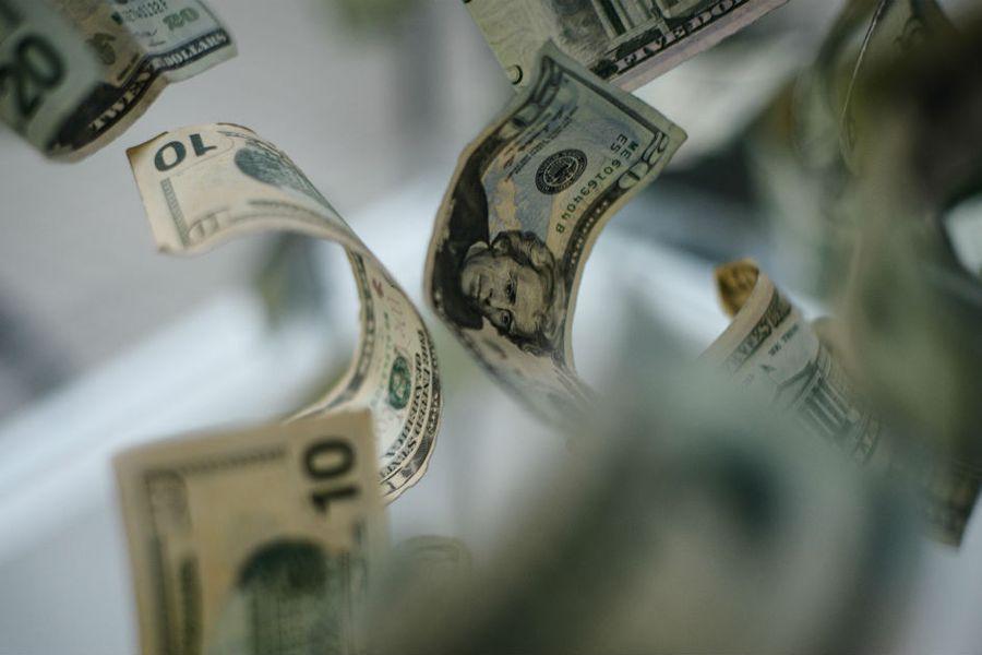 Dólar se dispara y el peso chileno se convierte en la moneda más depreciada entre las emergentes