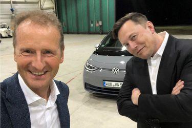 No hay rivalidades, pero, ¿habrá amor?: Elon Musk visita Volkswagen y conduce el eléctrico ID.3