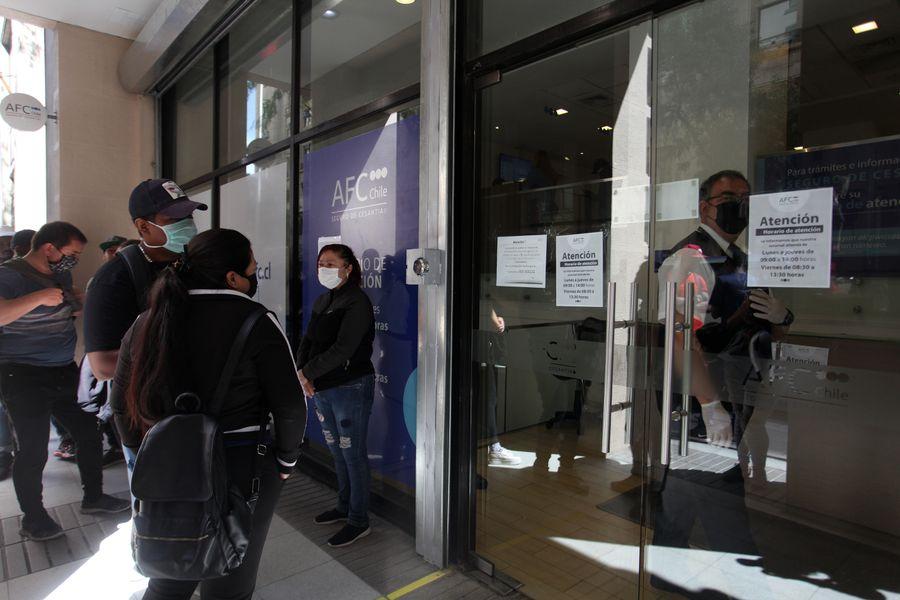 Tras alza en el desempleo se activan pagos adicionales del seguro de cesantía para quienes reciben recursos desde el FCS