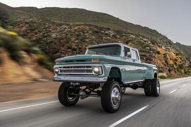 ¡Esta Chevy del 60 gana mucho en look y prestaciones con su nuevo motor de 550 Hp!