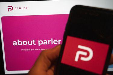 Un juez le hizo la cruz al alegato de Parler y Amazon podrá mantener desconectados a sus servidores