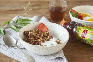 Granola de avena, semillas y durazno