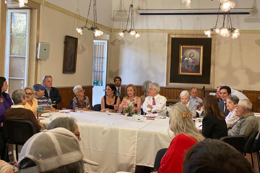 Piñera en Fundación las rosas