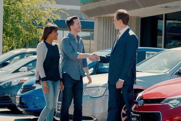car-sales-hand-shake.jpg.wrend.640.360