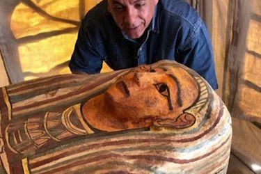 Descubren sarcófagos de hace más de 2.500 años en pozo funerario