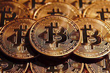 Bitcoin se hunde, criptomonedas son golpeadas por agitación del mercado