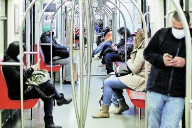 Transporte poscuarentenas: mascarilla permanente y mayor espacio peatonal