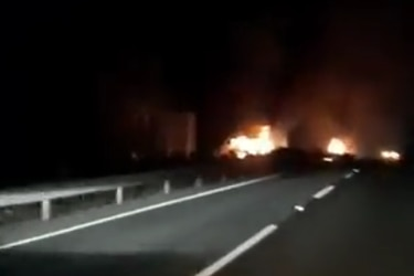 En nuevos ataques incendiarios queman tres camiones y maquinaria agrícola en la Macrozona Sur