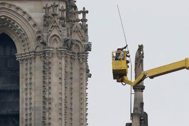 Reanudan labores de reconstrucción de catedral de Notre Dame