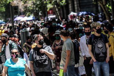 """Informe ICOVID revela una """"compleja situación epidemiológica"""": persiste alta carga de infectados y se ven alzas en la ocupación hospitalaria"""