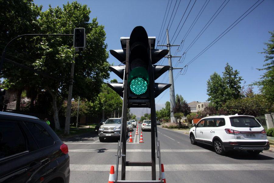 Alcalde de Las Condés da a conocer semáforo portátil