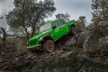 Verde Gekkota: la camioneta Jeep Gladiator suma un reptiliano tono a la paleta de colores