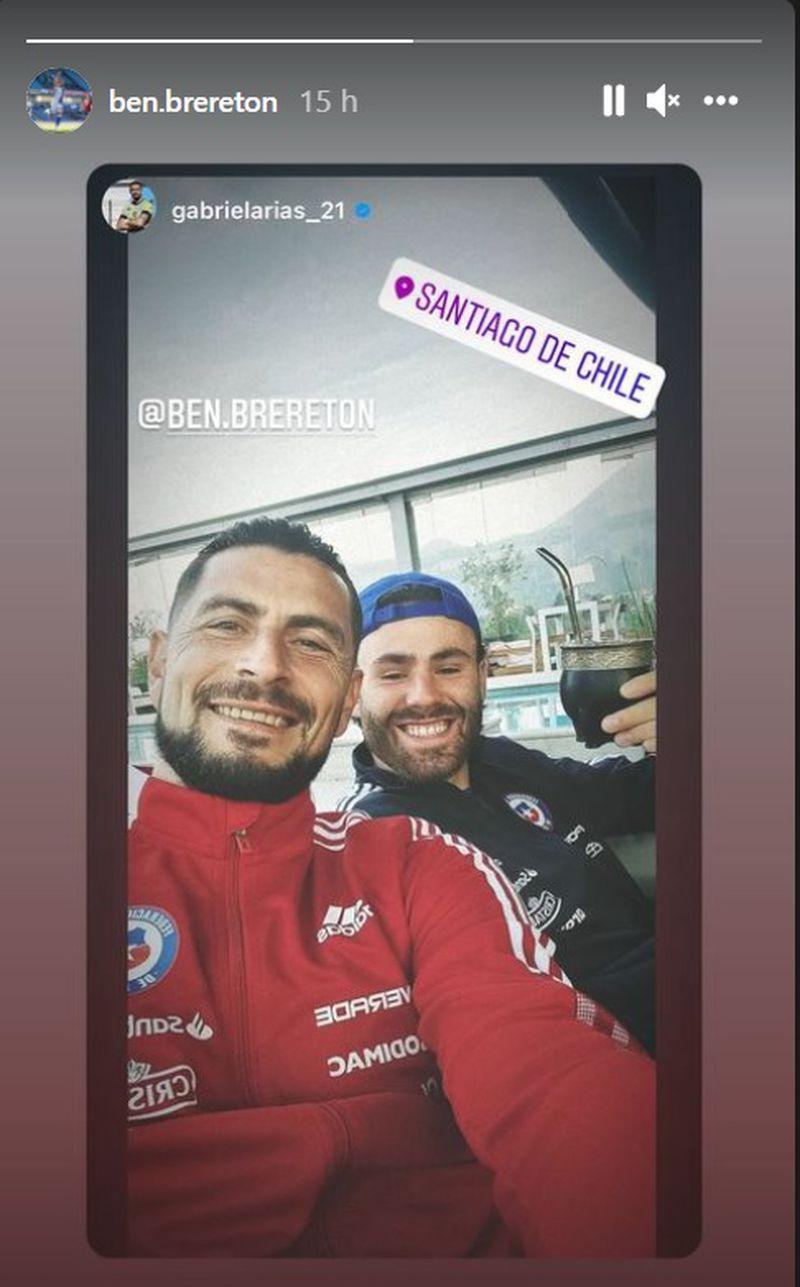 Ben Brereton posa con Gabriel Arias