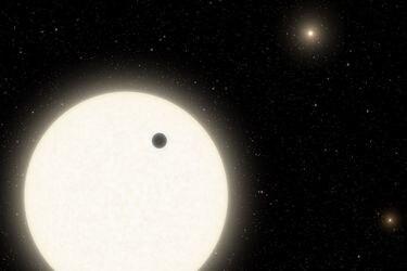 Astrónomos descubren un sorprendente mundo con tres soles