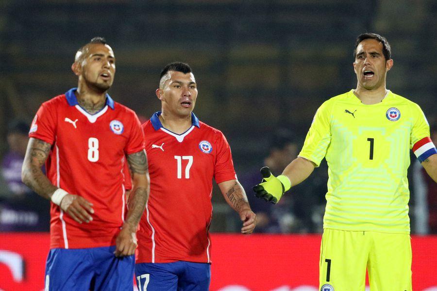 Arturo Vidal, Gary Medel y Claudio Bravo, durante la Copa América 2015 que ganó Chile.