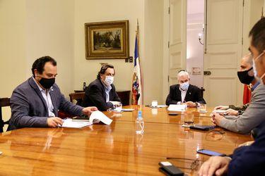 Piñera llega a La Moneda a encabezar reunión de balance de jornada