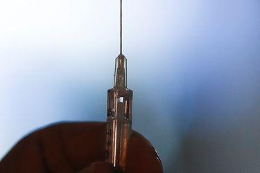 ¿A quién vacunar primero con la tercera dosis?