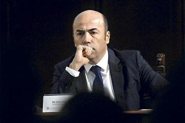 El contralor Jorge Bermœdez expone en  seminario.