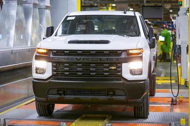 Otra vez los semiconductores: General Motors suspende la producción de la Silverado y la GMC Sierra