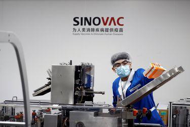 Vacuna china de Sinovac ya tiene autorización para ser importada a Chile mientras gremio de funcionarios del ISP alega presiones para su aprobación
