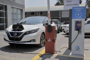Nissan apuesta por electromovilidad e instala más cargadores en Santiago