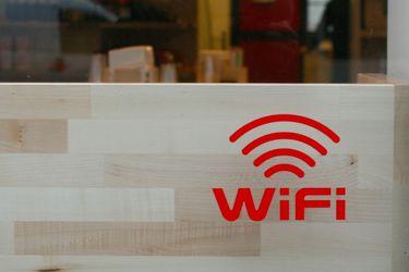 Subtel abre concurso para licitar 600 nuevos puntos gratuitos de WiFi este año