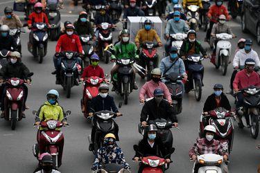 Vietnam termina medidas de confinamiento y habitantes repletan las calles