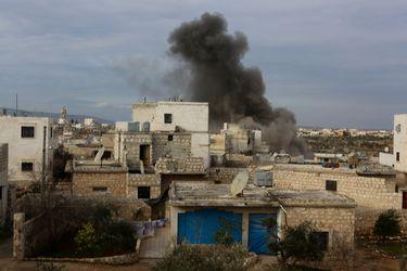 Agencia de la ONU para los refugiados insta a Turquía a abrir su frontera a los desplazados sirios de Idlib y Alepo