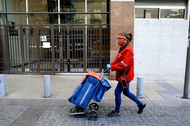 #Yonomequedoencasa | La labor de una cartera de Correos de Chile en medio de la pandemia