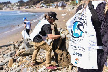 El surf se la juega por el medio ambiente con limpieza de mar en Quintero