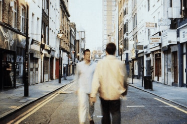 El punto de fuga más famoso de la Cool Britannia: cómo se hizo la portada de (What's the story) Morning Glory?